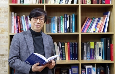 Professor Emeritus Wokyung Sung publishes the first graduate level textbook on statistical physics for biological matter